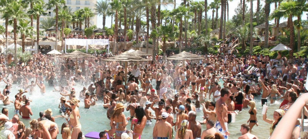 Vegas2italy ep.30: pool party, massaggi ai tavoli e le papere dell'estate